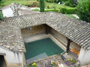 Le Lavoir Où Coule La Source Du0027Epellius à Collonges Au Mont Du0027Or